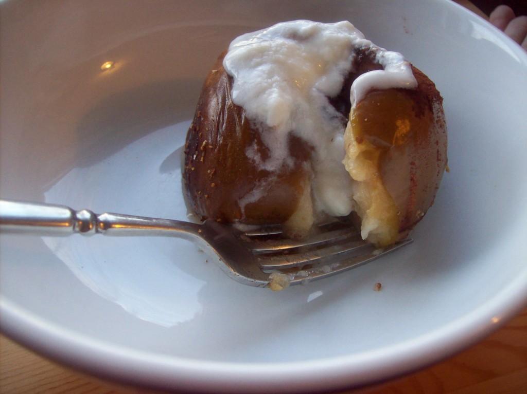 Healthy Hot Breakfast: Slow Cooker Baked Apples