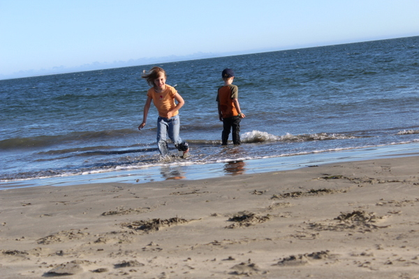 Simple Sensory Solutions: The Beach can be sensory overload for tactile avoiding kids